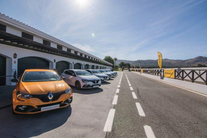 Renault suspendă producţia în Spania