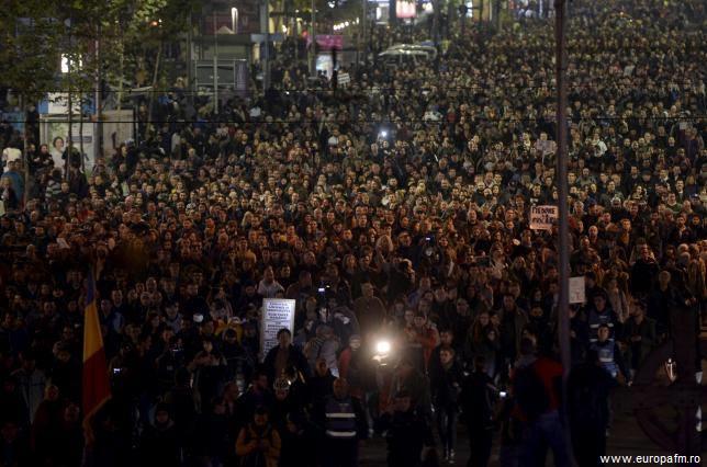 România: Mii de persoane la protestele pentru reforma clasei politice (Euronews)