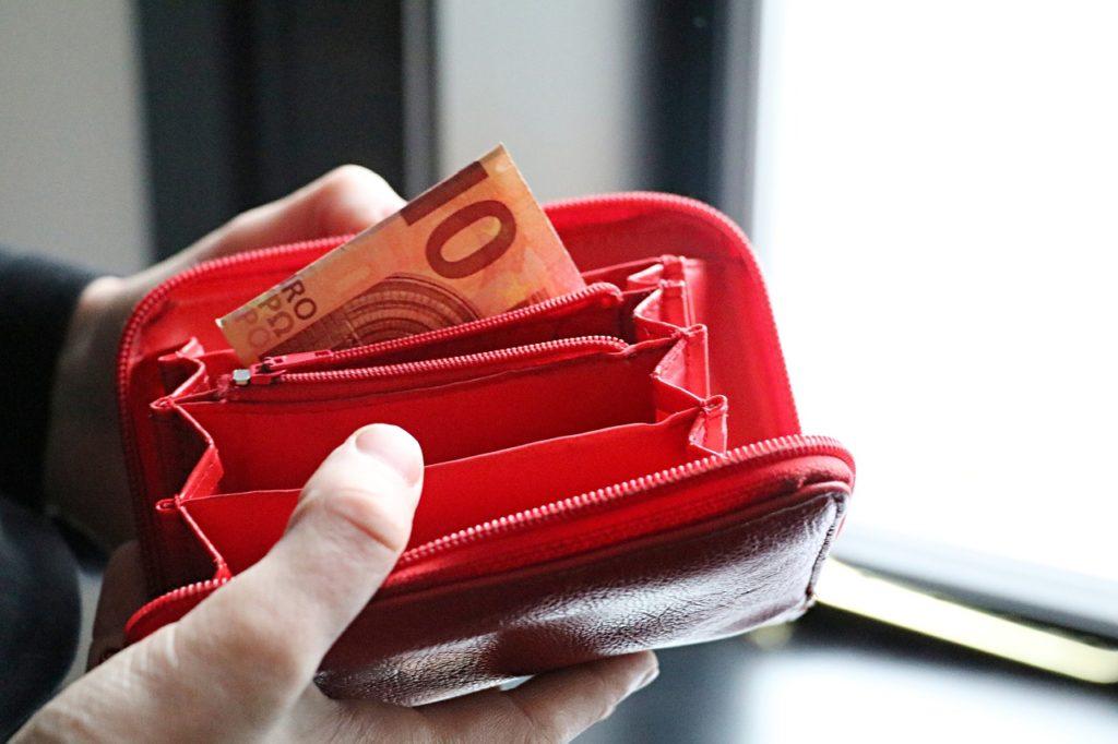România are al doilea cel mai mare decalaj al veniturilor dintre săraci şi bogaţi, din 7 ţări UE (studiu)