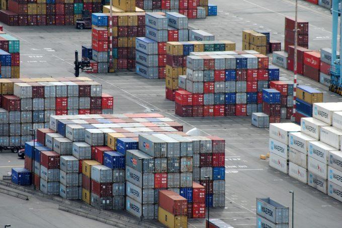 România exportă mai mult în ţările din Vestul Europei decât în cele din Est