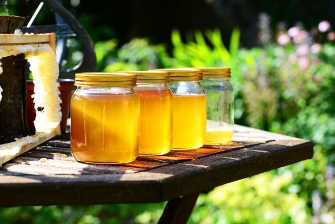 România importă aproape 35% din consumul intern de miere, deşi este un producător important în Europa
