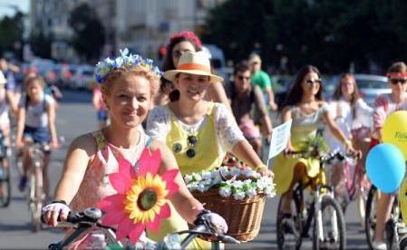 România număra peste 10 milioane de femei, la începutul lui 2016; mai mult de jumătate locuiau la oraș