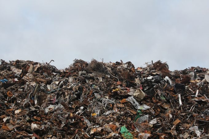 România trebuie să mai închidă 51 de depozite de deşeuri neconforme şi se va conforma obligaţiilor europene