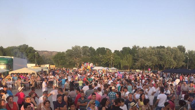 Românii-din-Spania-au-petrecut-pe-muzică-românească-în-cadrul-unui-Târg-de-produse-tradiționale-românești-1