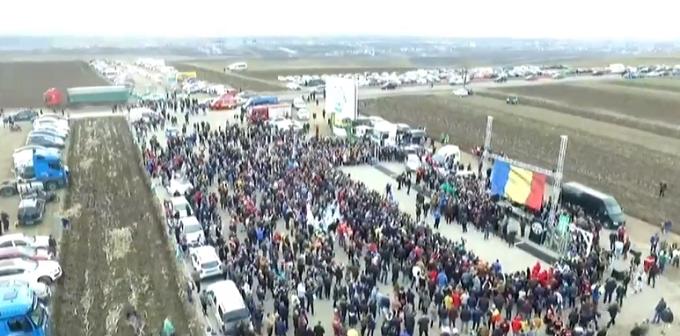 Rumanía: Autopista más pequeña del mundo construida para protestar contra el Gobierno
