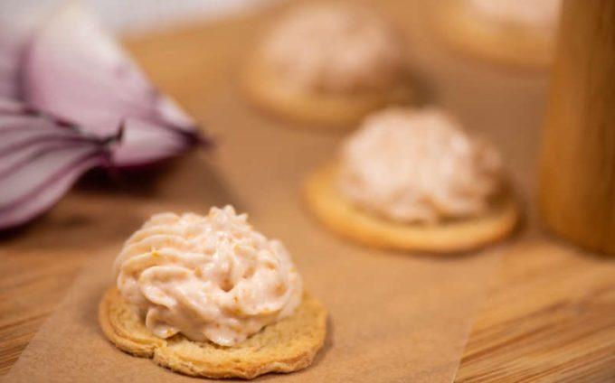 Salata tradițională cu icre de crap devine al zecelea produs românesc recunoscut și înregistrat la nivel european