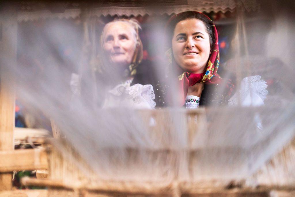 Santa María La Rica acoge una nueva exposición sobre el Pueblo Rumano