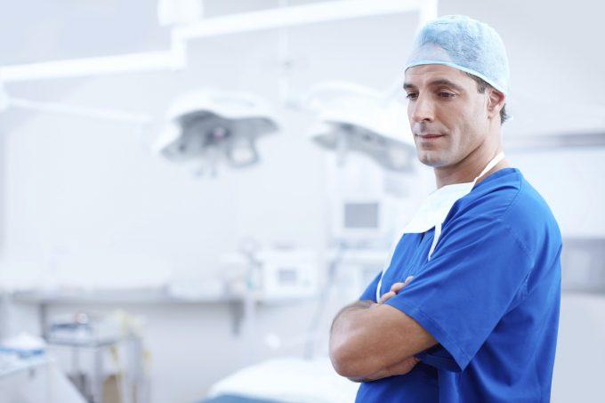 Senat - Personalul medico-sanitar ar putea ieşi la pensie la cerere, fără penalităţi - proiect adoptat tacit