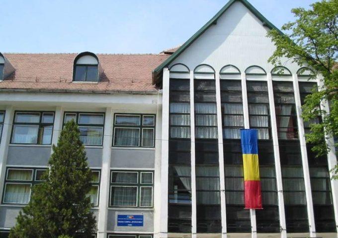 Sibiu: Trei liceeni au creat un sistem inteligent pe bază de bariere în infraroşu, pentru economisirea energiei electrice
