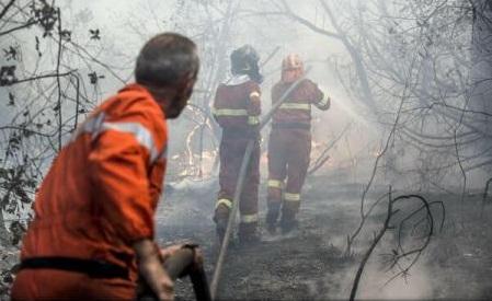 Sicila: Pompieri arestați după ce aprindeau intenționat focuri pentru a primi indemnizația de intervenție
