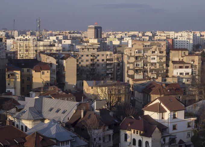 Sondaj: Corupţia, inflaţia, situaţia economiei - printre principalele probleme ale României