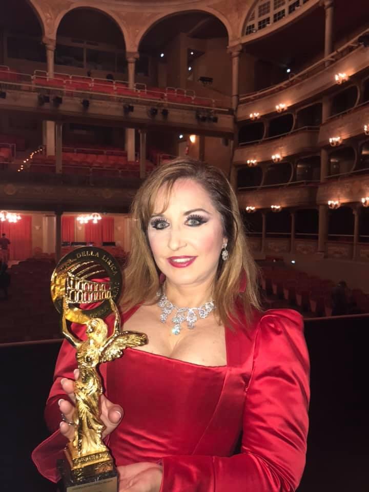 Soprana Elena Moşuc a câştigat mai multe concursuri internaţionale, devenind cea mai valoroasă soprană a lumii 1