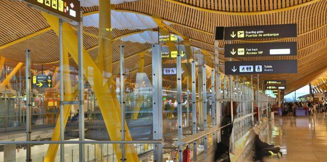 Spania impune prezentarea unui test PCR negativ călătorilor care provin din ''ţări cu risc''