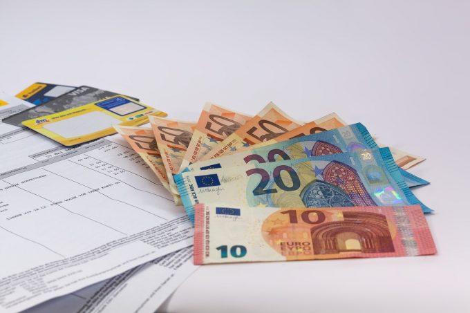 Spania va majora luna viitoare salariul minim la 900 de euro