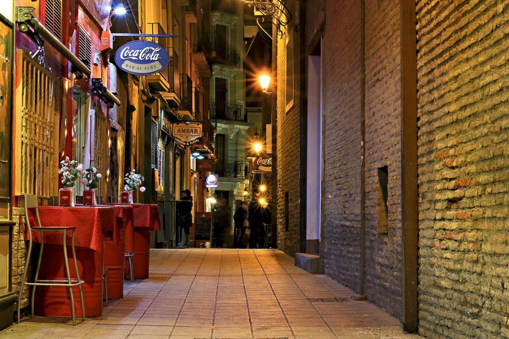 Spaniolii au redus consumul de alcool şi au luat mai multe sedative în timpul pandemiei (sondaj)
