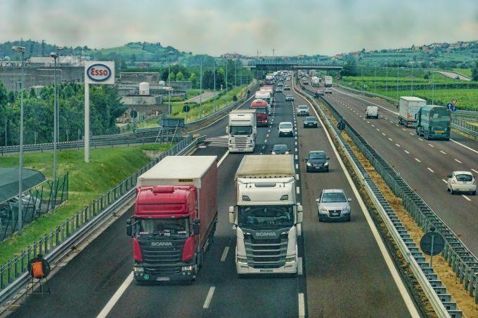 Statele UE din Europa de Est ar putea contesta în instanţă noile reglementări rutiere (Reuters)