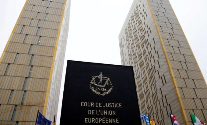 Statele membre nu pot impune operatorilor de autocare să controleze paşapoartele pasagerilor