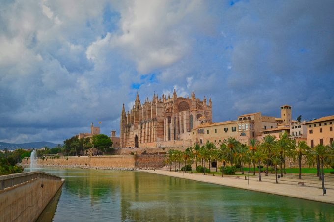 Străzi închise la Mallorca, după petreceri organizate de tineri turişti germani şi britanici