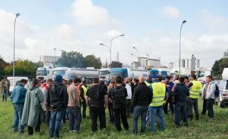 Sute de camionagii au protestat la frontierele franceze în legătură cu directiva europeană privind detașarea lucrătorilor