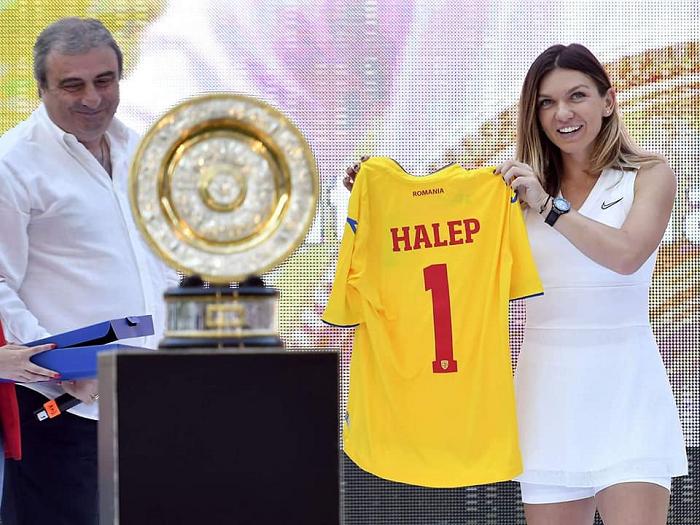 Tenis: Simona Halep şi-a prezentat trofeul de la Wimbledon pe Arena Naţională în faţa a 20.000 de bucureşteni