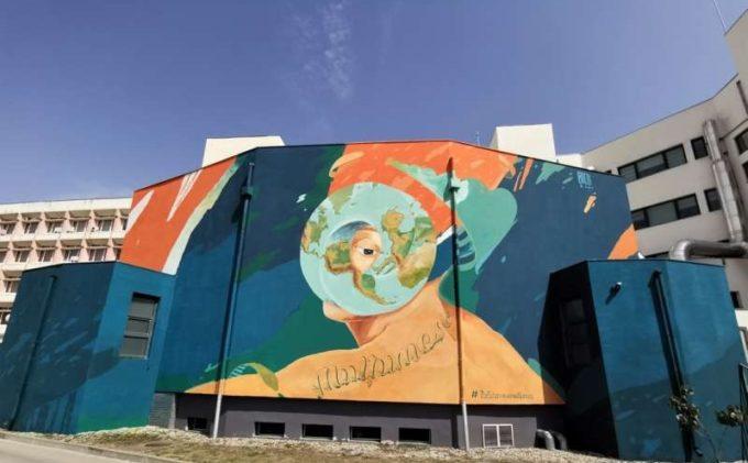 Timiş: Prima pictură murală realizată integral din vopsea purificatoare de aer, inaugurată la BCUPT