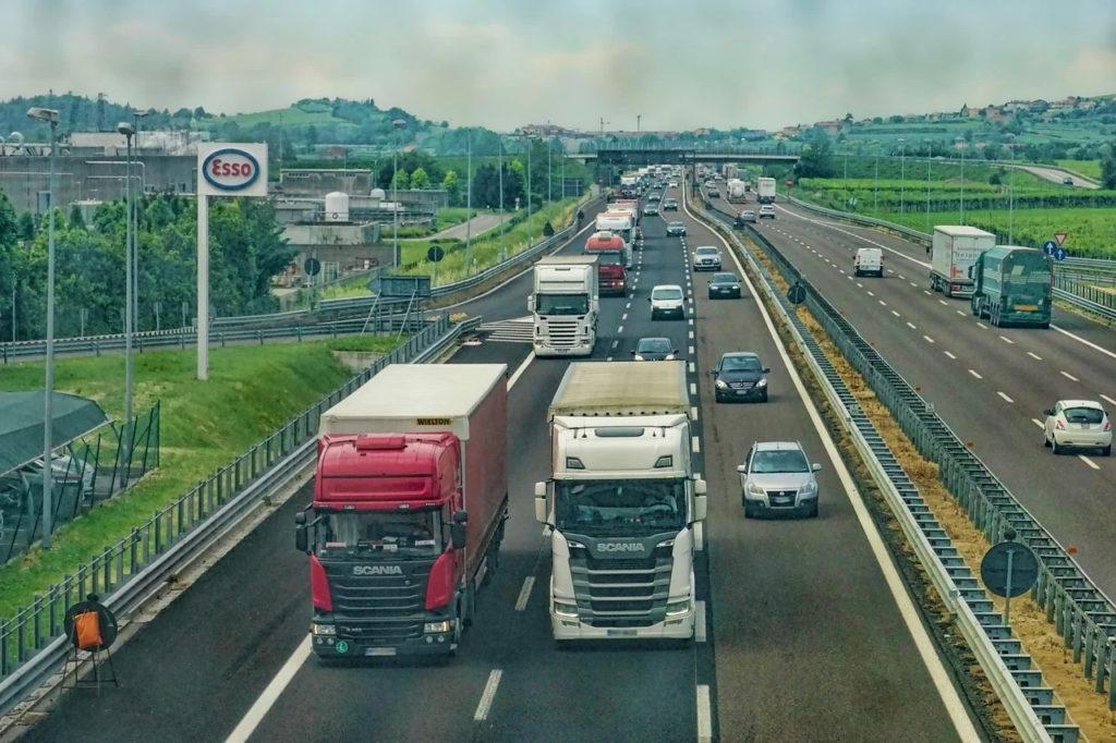 Transportatorii britanici avertizează Guvernul că vizele temporare nu vor rezolva criza de şoferi