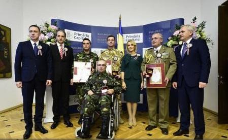 Trei militari români, răniți în Irak și Afganistan, au primit titlul de cetățean de onoare al Capitalei