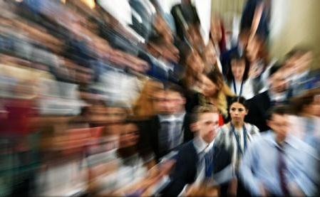 Trei sferturi dintre angajații români se așteaptă la salarii mai mici de la 1 ianuarie 2018 (sondaj)