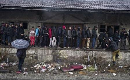 Turcia amenință să trimită lunar 15.000 de migranți în Europa (presă)