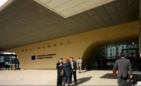UE regretă decizia Elveției de a limita accesul muncitorilor români și bulgari