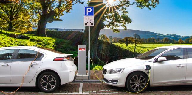 UE trebuie să accelereze instalarea staţiilor de încărcare a automobilelor electrice susţine Curtea de Conturi Europeană