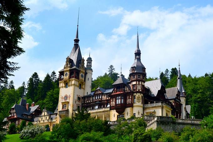 Un hermoso palacio fue el primer edificio de Europa con electricidad. ¿Cuál?