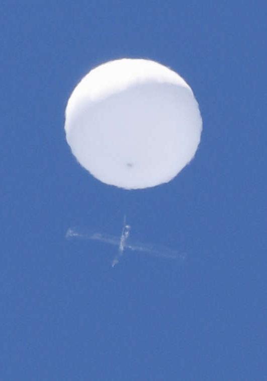Un obiect de pe cerul Japoniei, asemănător unui balon, generează frenezie pe Twitter şi discuţii despre OZN-uri şi Godzilla