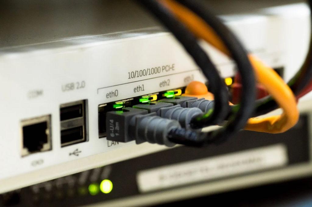 Un sat din trei din România are zone cu semnal slab, foarte slab sau inexistent la Internet (studiu)