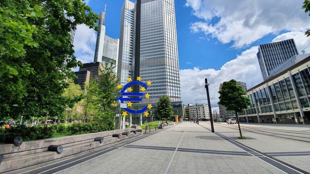 Un studiu al BCE indică o creştere mai ridicată a economiei în 2021 şi în 2022