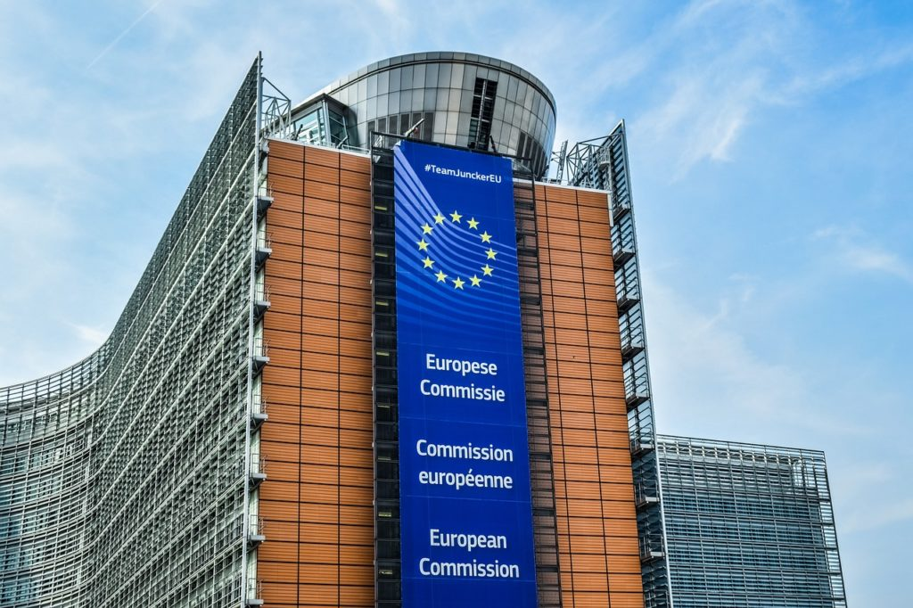 Uniunea Europeană vrea să interzică folosirea inteligenţei artificiale pentru supravegherea oamenilor