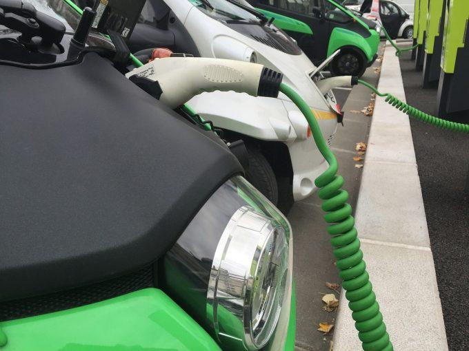 Vânzările de autoturisme ecologice, în creştere cu peste 65% în 2018, în România (APIA)