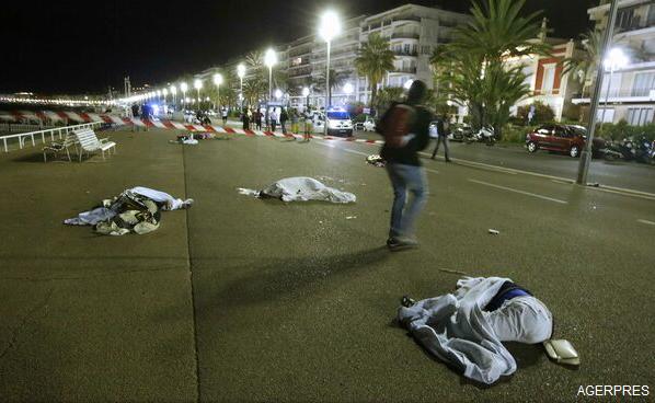 VIDEO/FOTO Atentat la Nisa: O mașină a intrat în mulțime de Ziua Națională a Franței. 84 de persoane au murit, sute de răniți, șoferul camionului a fost împușcat (autorități)