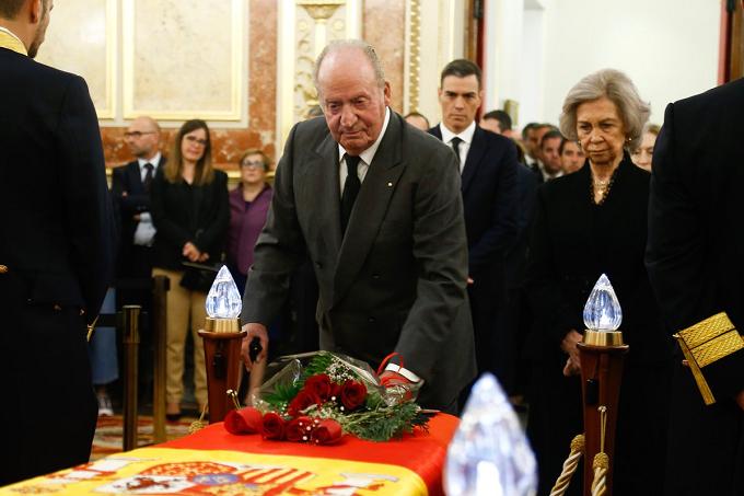 VIDEO - Gobierno: Luto Oficial - Don Juan Carlos, Doña Sofía y la infanta Elena han acompañado a los familiares