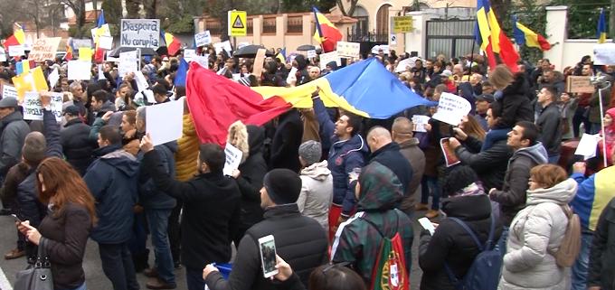 VIDEO Proteste în SPANIA. Românii din străinătate cântă IMNUL, alături de cei din țară