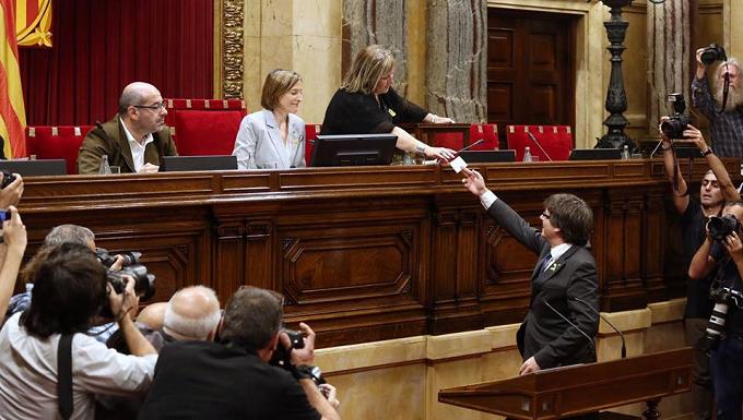 """VIDEO / Kris Peeters a Puigdemont: """"Cuando se pide la independencia, más vale quedarse con su pueblo"""""""