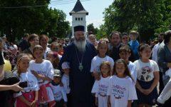 """Vaslui: Peste 1.000 de copii au participat la evenimentul """"Bun venit, copilărie!"""", organizat de Episcopia Huşilor"""