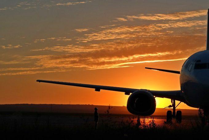 Vela: Am prelungit suspendarea zborurilor din şi înspre România cu 10 ţări