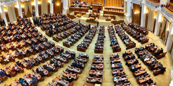 Veste bună pentru românii din Diaspora: Propunerea pentru îmbunătăţirea serviciilor consulare, adoptată de Parlament
