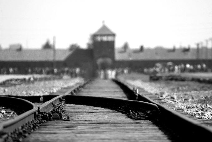 Victor Ciorbea: Lecţia tragică a Holocaustului trebuie transmisă generaţiilor viitoare pentru a preveni ura rasială