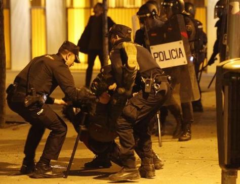 Violenţe în Spania, la Madrid: 10 poliţişti răniţi, 6 persoane arestate, între care un minor