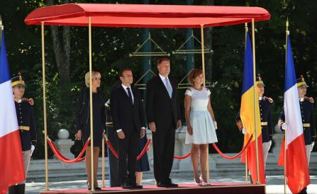 VIDEO: Vizita oficială a președintelui Franței, Emmanuel Macron, în România | Primire la Palatul Cotroceni