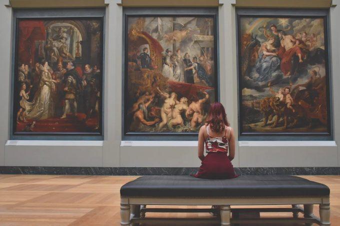 Vizitele regulate la muzee, galerii de artă, teatru şi concerte pot prelungi viaţa
