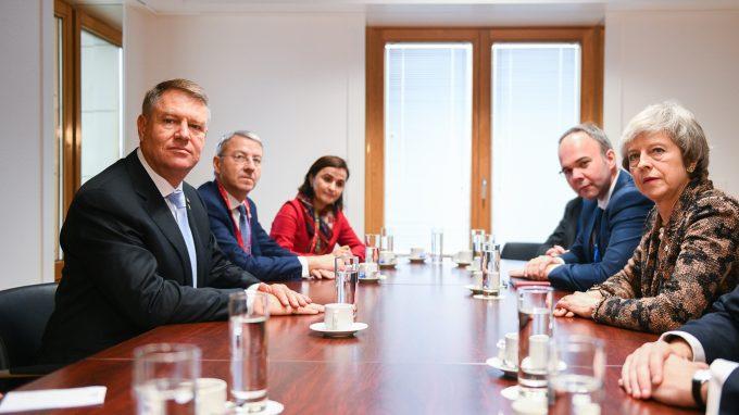 VIDEO: Întrevedere Klaus Iohannis - Theresa May, la Bruxelles; au discutat despre Brexit şi românii din Marea Britanie