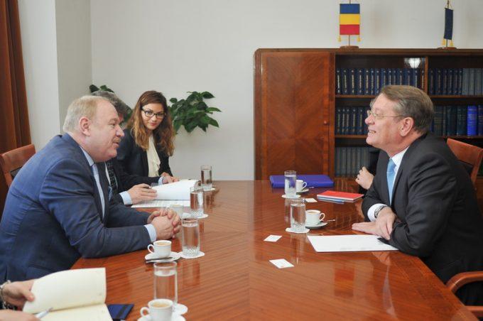 Întrevederea domnului senator Cristian-Sorin Dumitrescu, președintele Comisiei pentru politică externă, cu E.S. dl. Ramiro Fernández Bachiller, ambasadorul Regatului Spaniei la Bucureşti - 6 iunie 2017